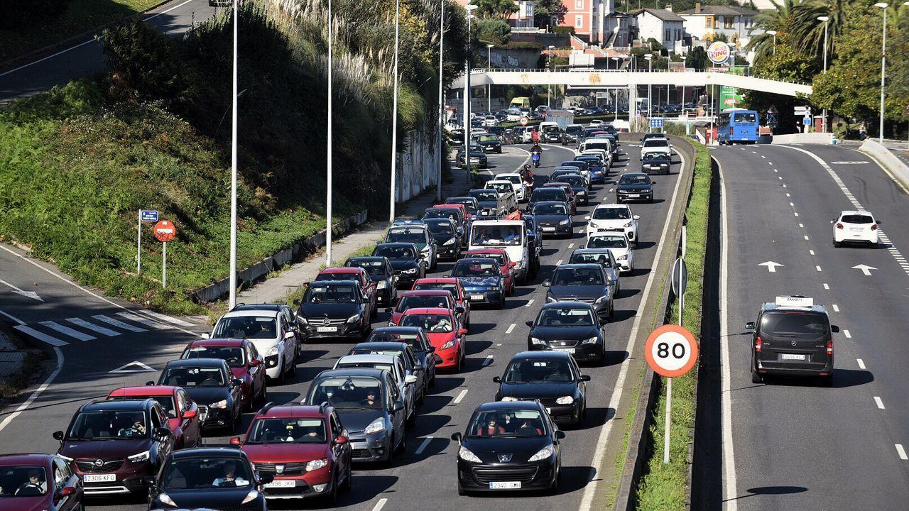 Tráfico en la avenida de A Pasaxe de A Coruña
