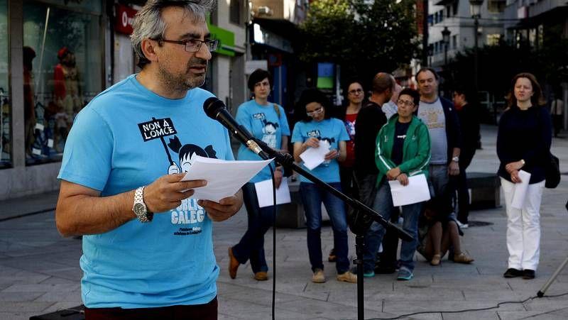 Aulas vacías y manifestaciones contra la Lomce.El grupo MalaVida fue el encargado de iniciar el acto de protesta celebrado por la tarde en la plaza do Concello de Carballo.