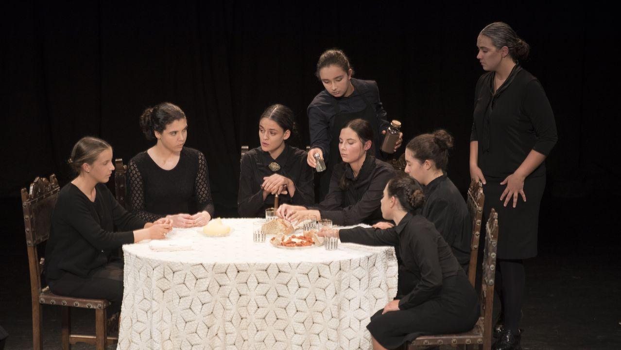 «A Casa de Bernarda Alba», de la Escola Municipal de Teatro de Cee, en imágenes