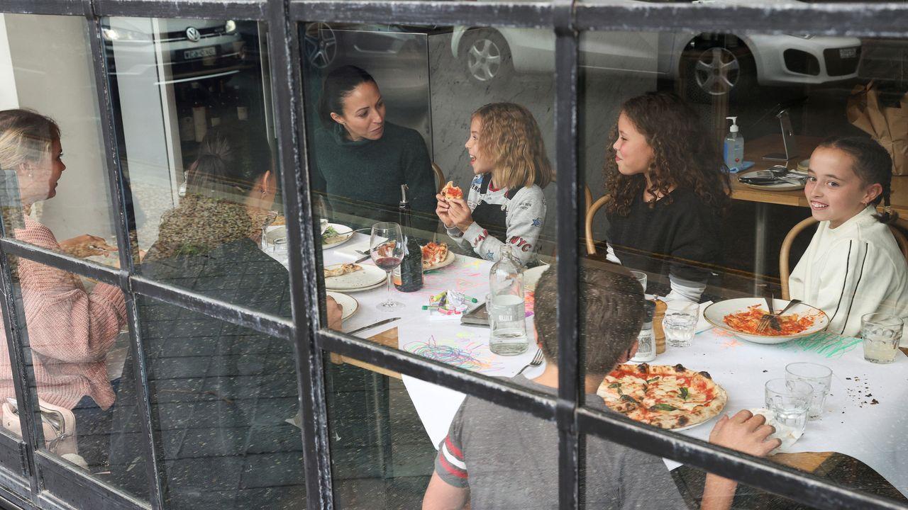 En Sidney se han levantado algunas restricciones y ahora ya pueden juntarse hasta diez clientes en los restaurantes y bares