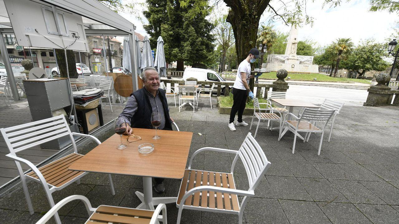 Un cliente en una terraza de Lalín