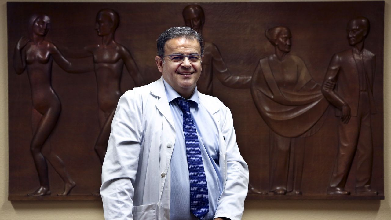 Atasco monumental para acudir al covid auto del Cunqueiro.Auto-test en el Hospital Álvaro Cunqueiro