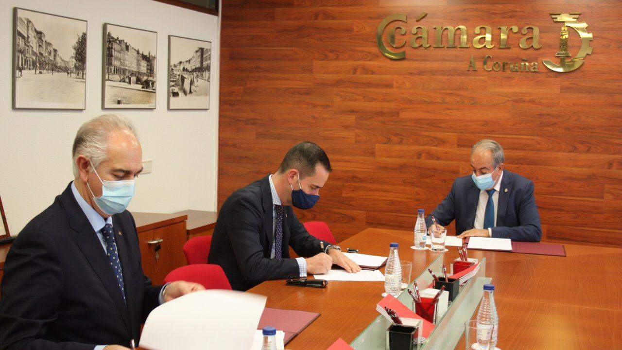 Firma del acuerdo entre la Cámara de A Coruña y Abanca
