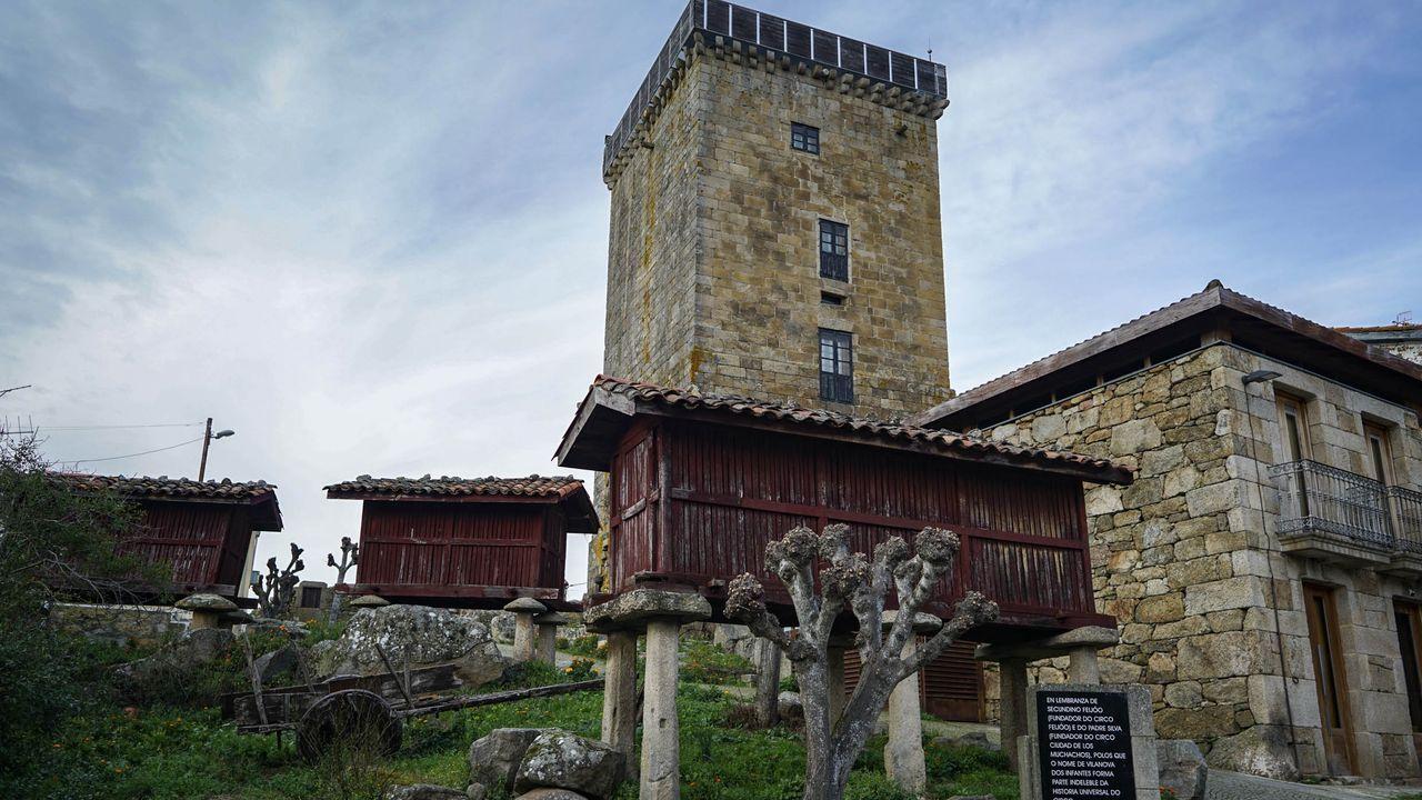 Vista de Vilanova dos Infantes, pueblo de Celanova que conserva su estructura medieval con calles en torno a la Torre