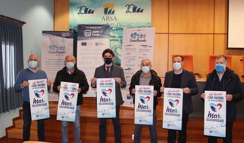 De izquierda a derecha, Sergio López, José Otero, Javier Arias, Abelardo Basanta, Miguel Neira y Pablo Fernández, con los carteles de la campaña solidaria