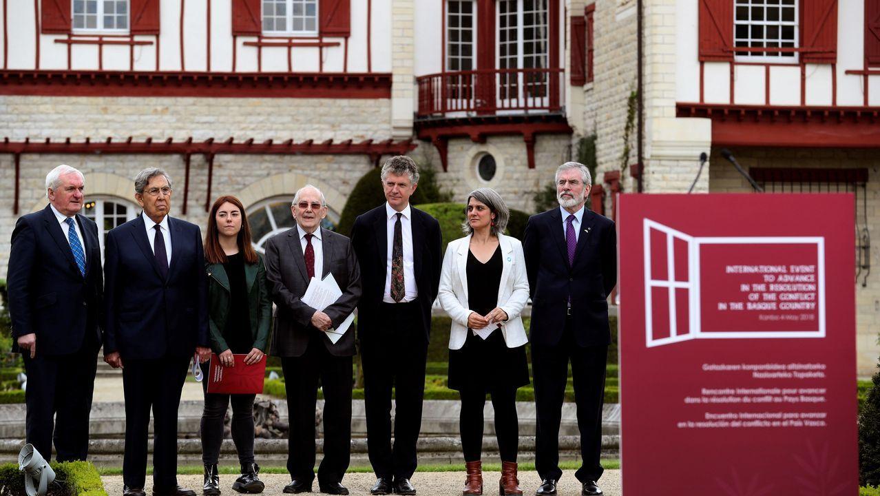 Los miembros de la comisión internacional elegida por ETA