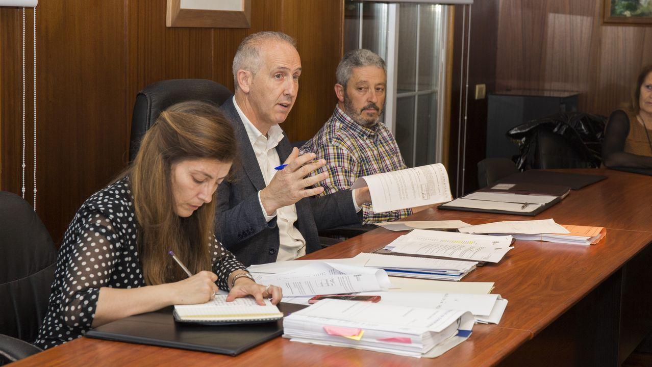 Pablo Iglesias, entre a las diputadas Noelia Vera y Ione Belarra, este viernes, en los actos del Día de la Constitución