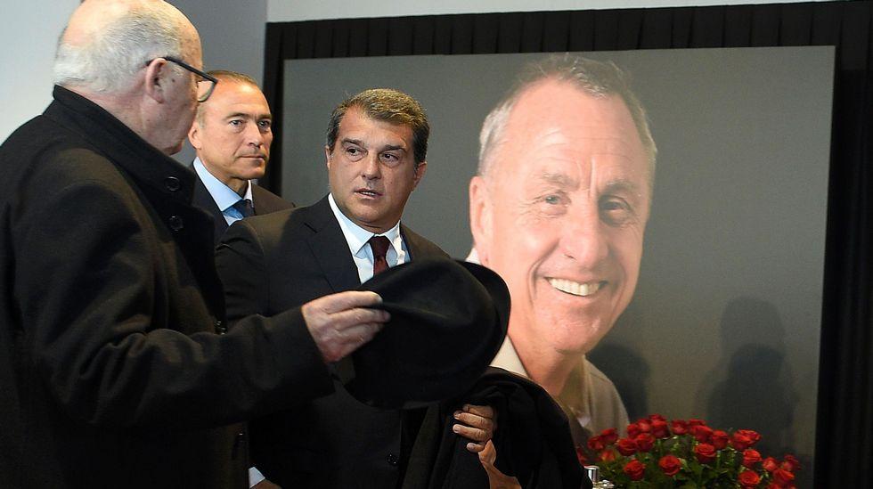 El Camp Nou rinde tributo a la figura de Johan Cruyff