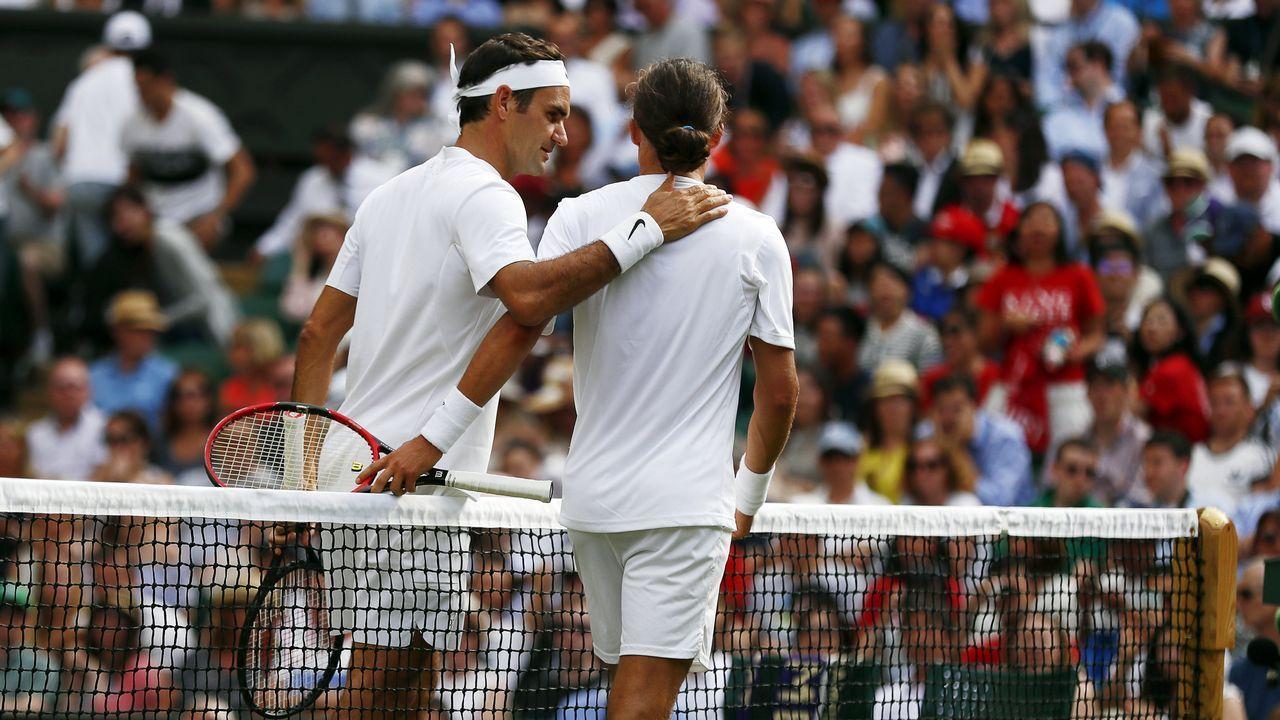 Mattek Sands sufre grave lesión en Wimbledon.El suizo Roger Federer celebra su victoria ante el serbio Dusan Lajovic