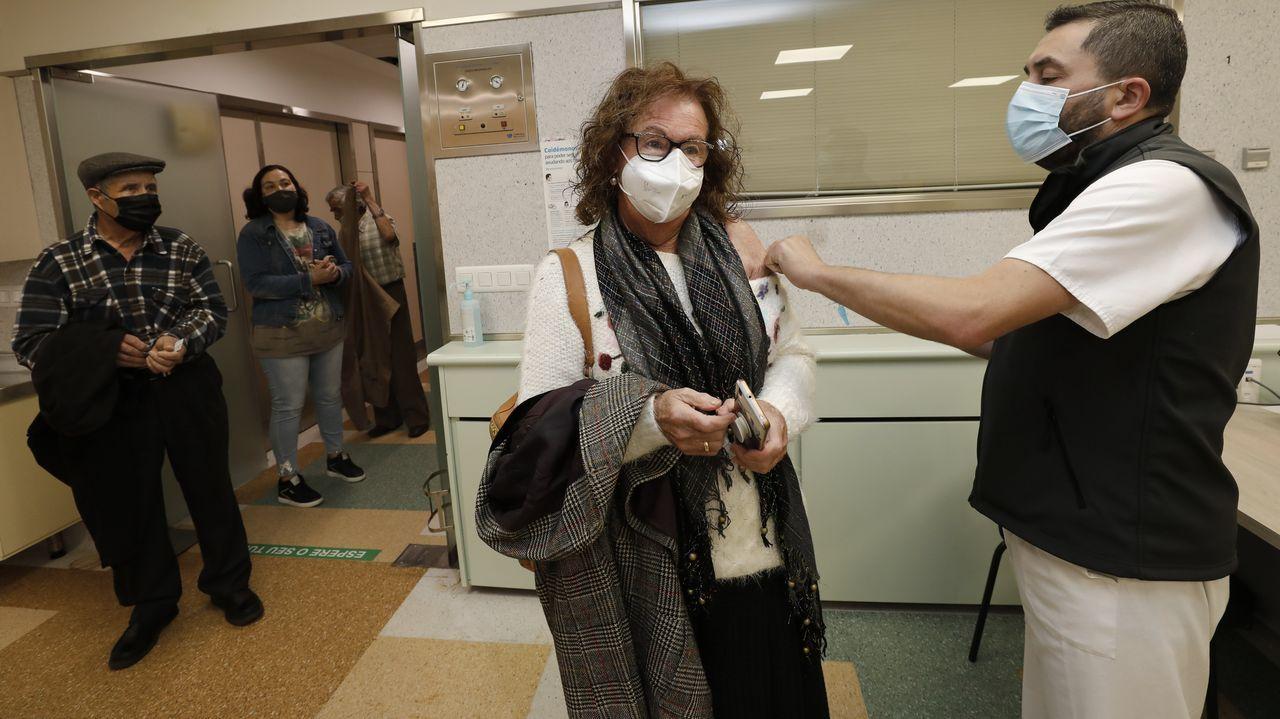 En imagen de archivo, campaña de vacunación frente al covid-19 en el Hospital Público da Mariña, en Burela
