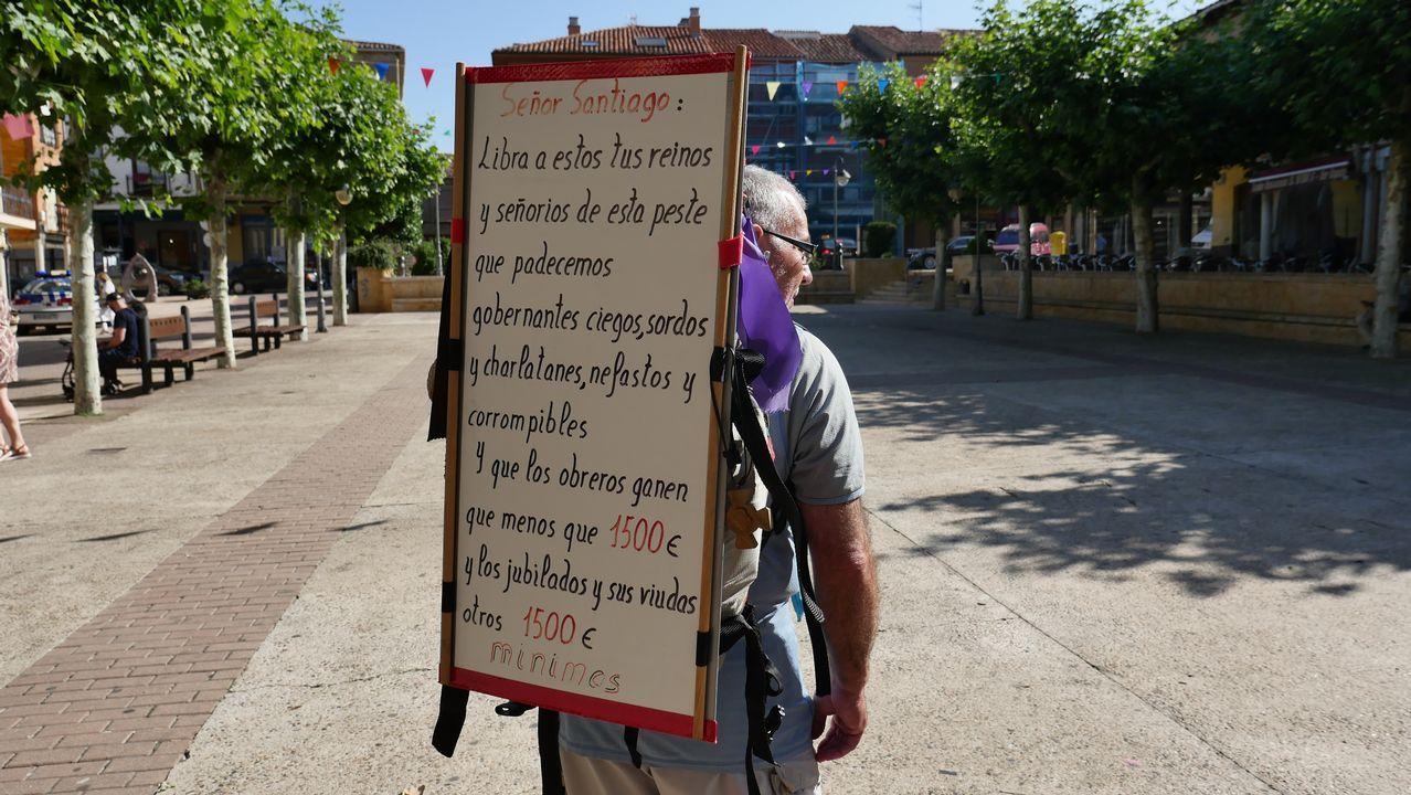 Javier Comonte hace el Camino portando un mensaje que resume el sentir de viudas, trabajadores y pensionistas