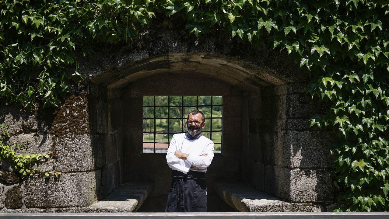 Carlos Parra, a la entrada del Castillo de Maceda