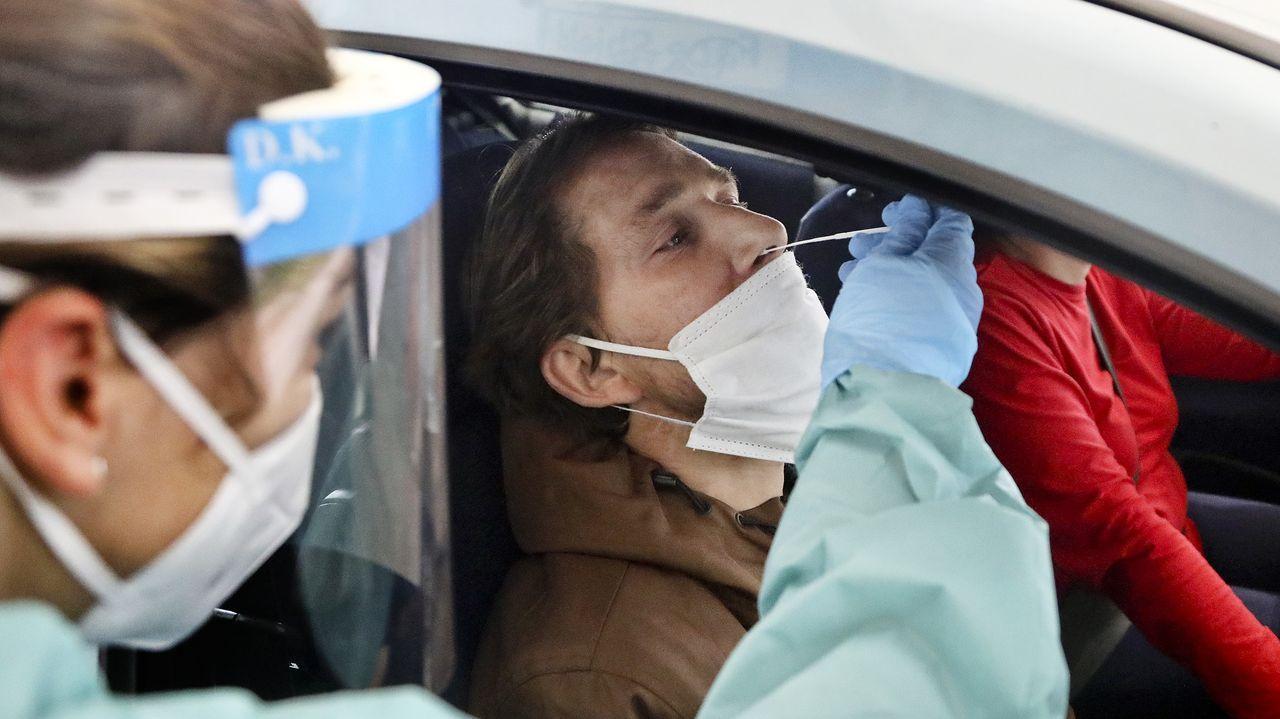 EN DIRECTO: Entrevista a Ana Pontón.Foto de archivo de pruebas de coronavirus en el hospital Álvaro Cunqueiro