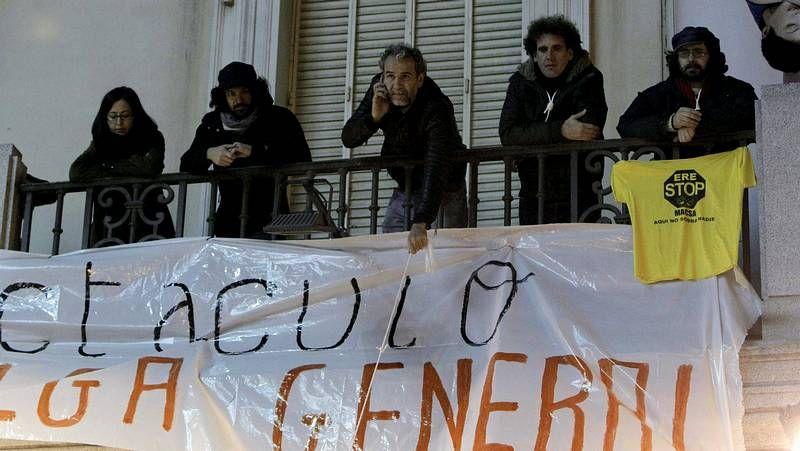 Willy Toledo: «No vivimos en una democracia».Manifestantes cerca de Atocha