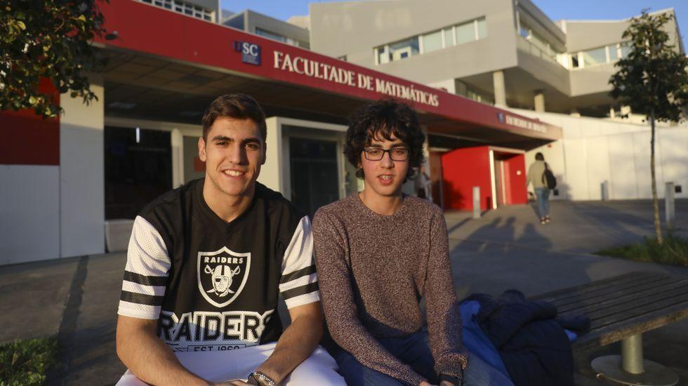 La relación de Felipe VI y Marín.Yonathan Carreira, gerente de Estrela de Marín, a la izquierda en la foto, ayer, visitando Zarzuela