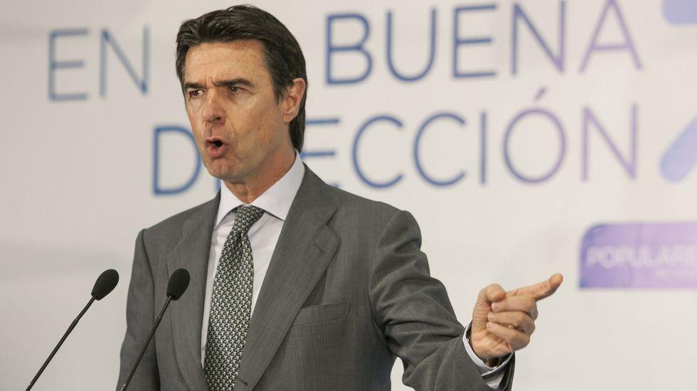 La Junta de Castilla y León pide «la dimisión o el cese» del ministro de Industria.Pedro Larrea y Rosa García