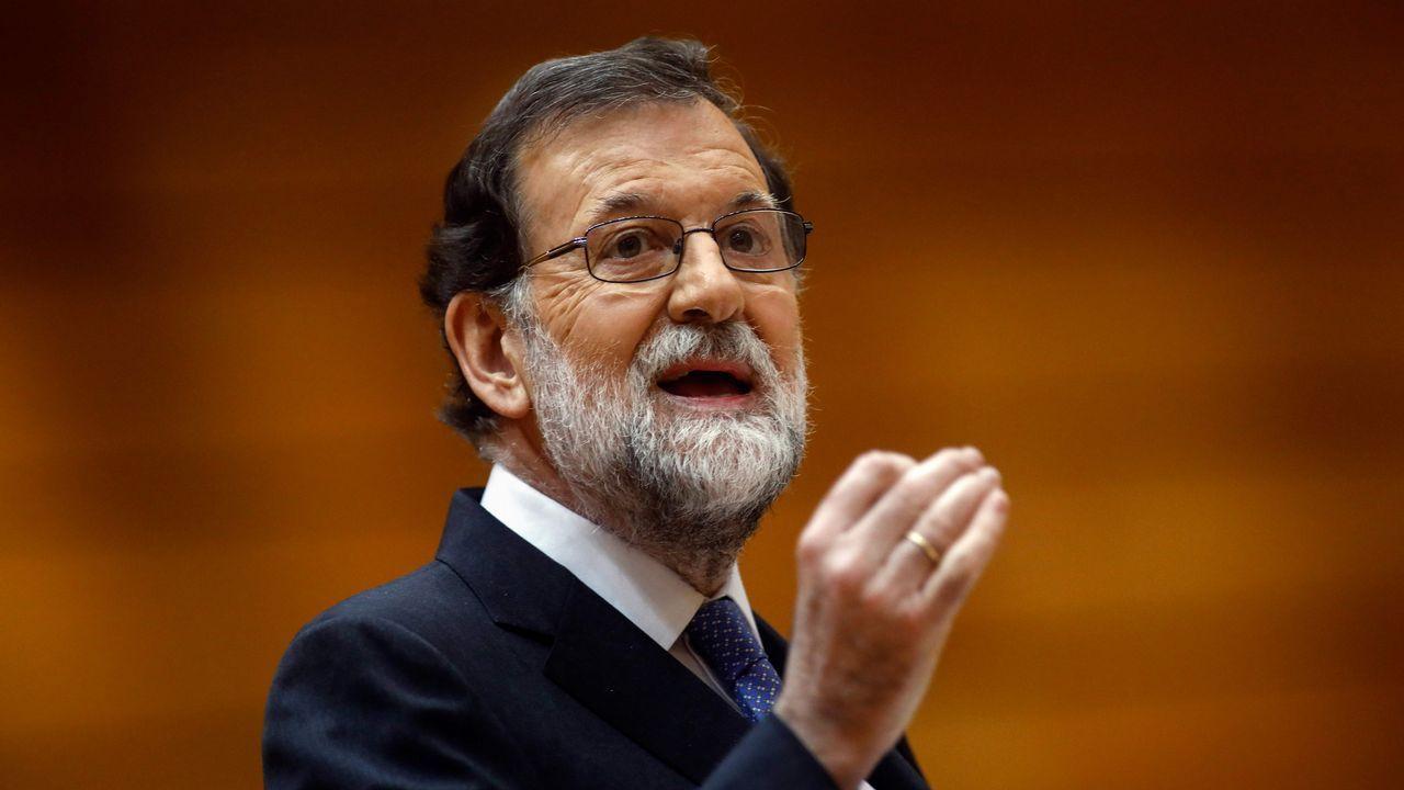 Más que contar: especialdeclaración de independencia en Cataluña.Rajoy, a la salida del restaurante donde pasó la tarde, mientras en el Congreso los grupos de la oposición debatían la moción de censura contra él
