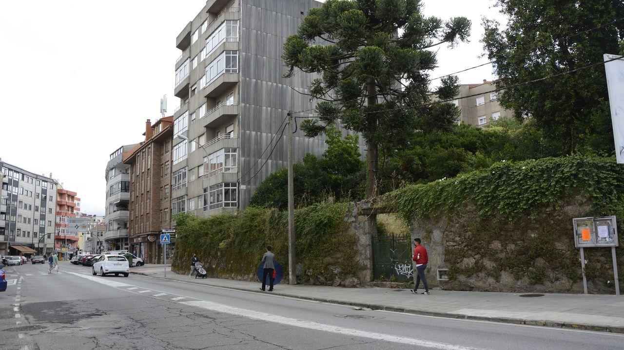 El solar se encuentra en la avenida Doutor Tourón de Vilagarcía