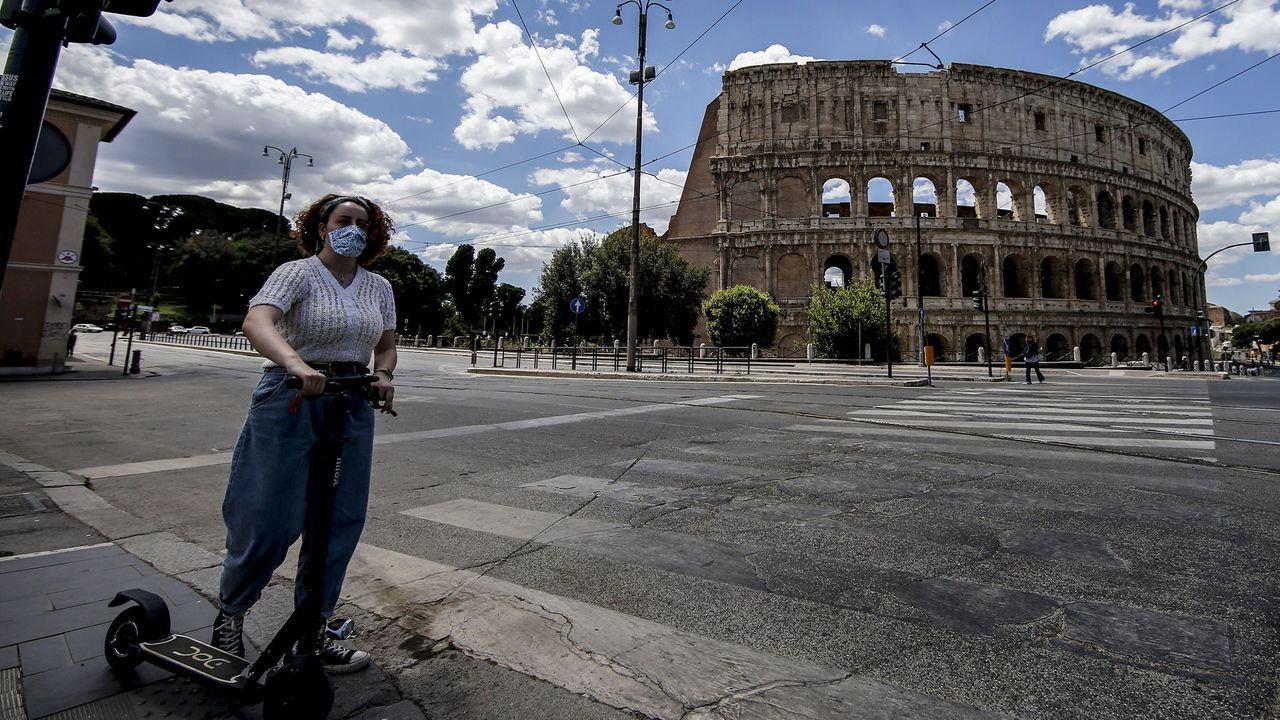 El Coliseum romano está lejos de presentar su imagen habitual, rodeado de turistas