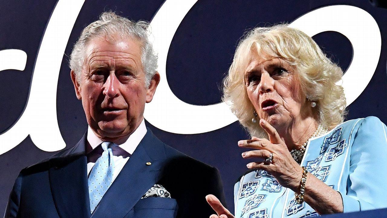 Cuenta atrás para el enlace entre el príncipe Harry y Meghan.El príncipe Carlos de Inglaterra y su mujer, la duquesa Camilla de Cornualles, asisten a la ceremonia de inauguración de los XXI juegos de la Commonwealth en el estadio Carrara (Australia)