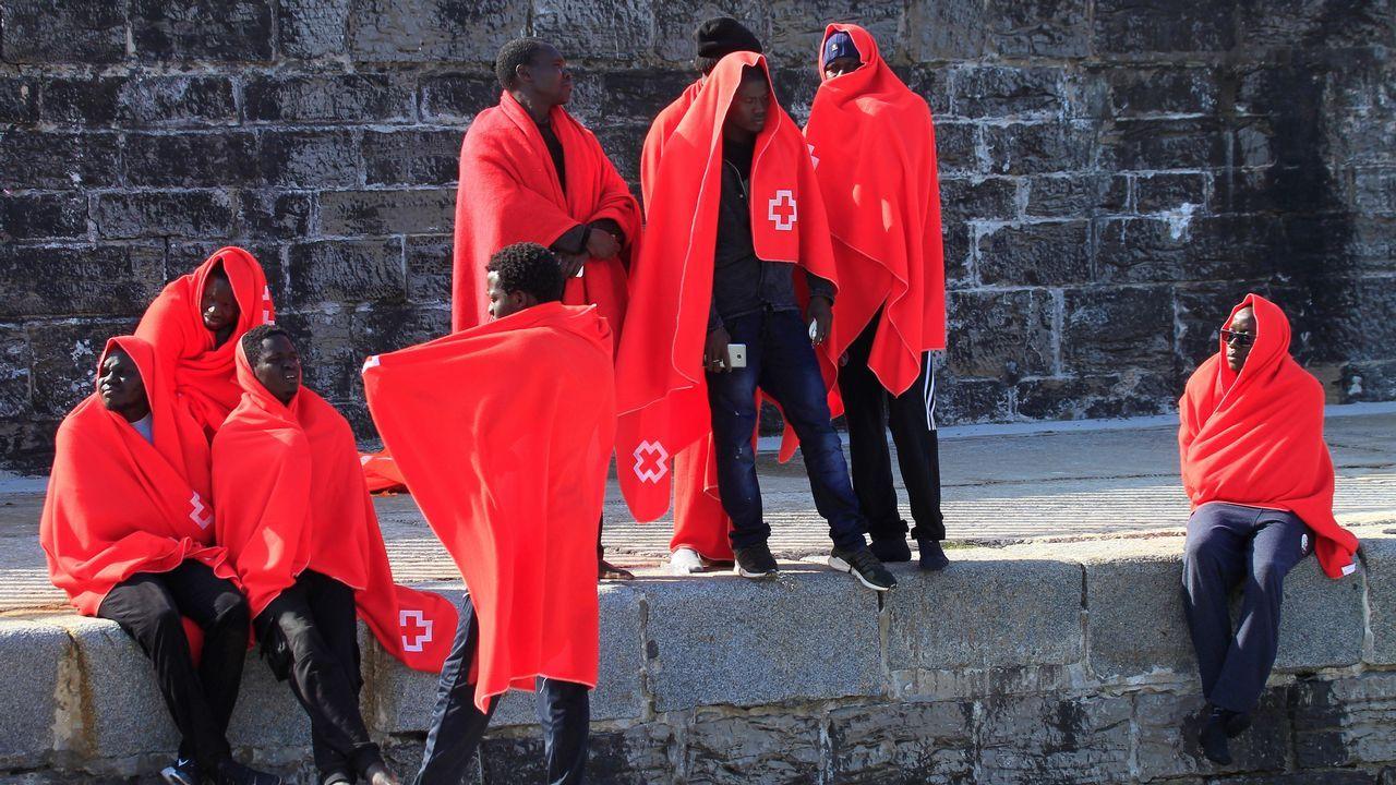 El viernes también fueron rescatadas 41 personas en aguas del Estrecho