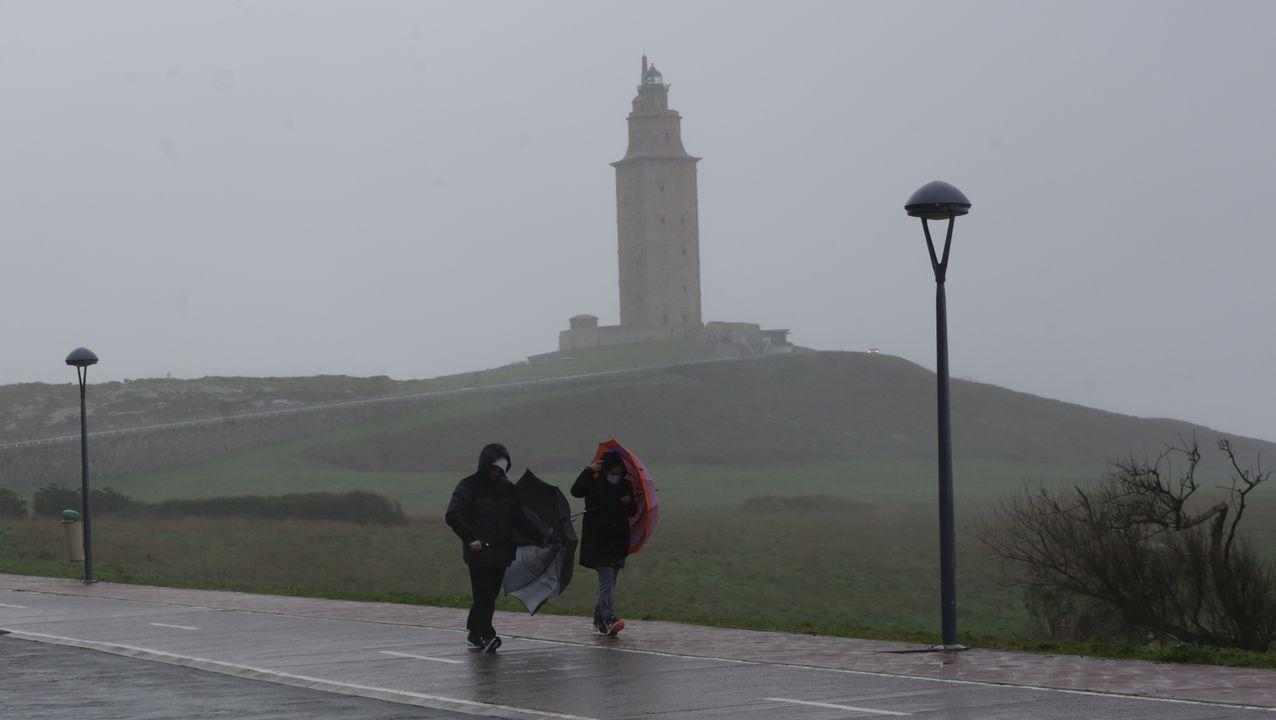 dora.La vida cotidiana, en la foto en Triacastela, se desarrolla con bastante normalidad pese al mal tiempo
