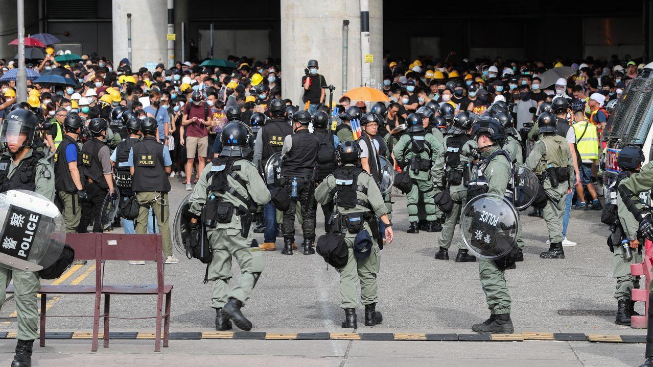 La manifestacion contra la ley china de extradición se convirtió en una batalla campal con la policía en Hong Kong