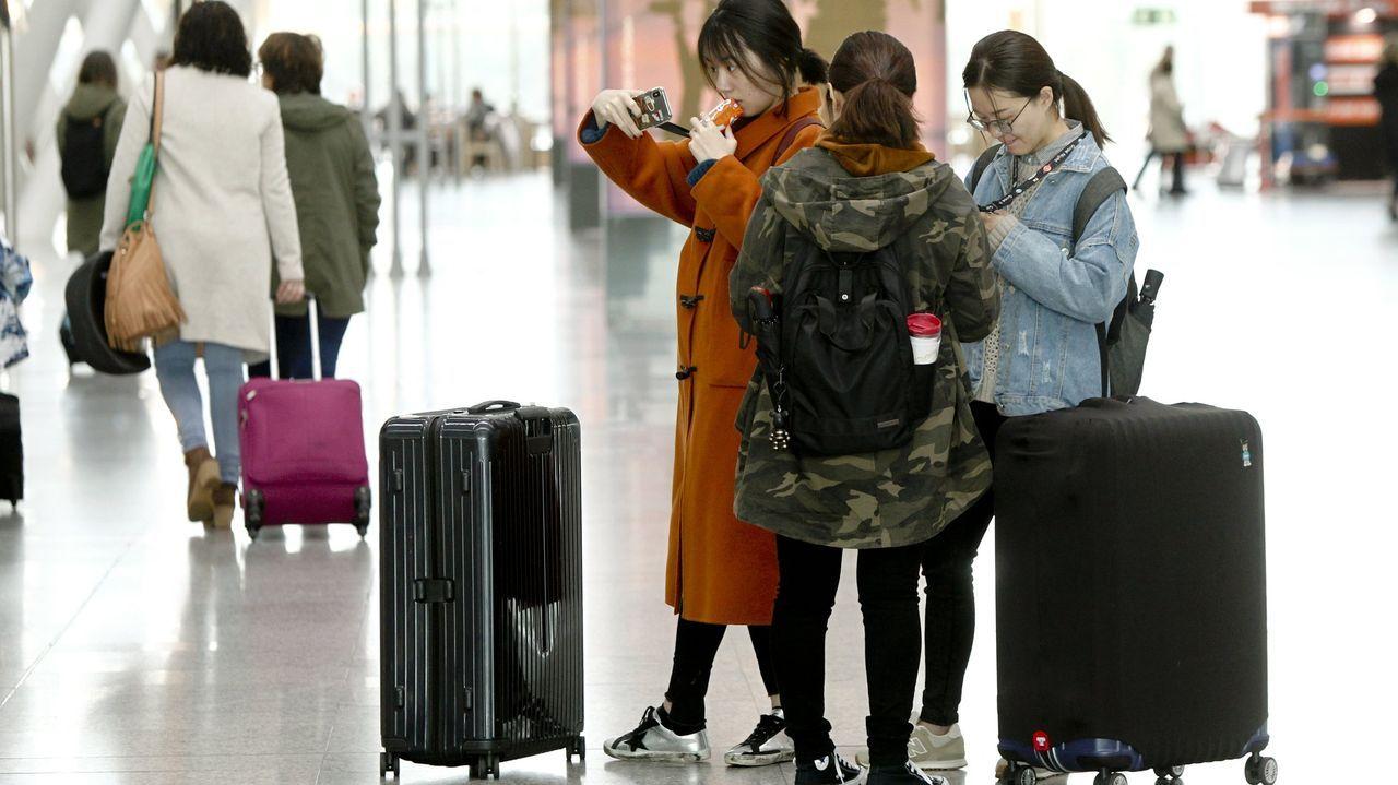 El panel de salidas del Aeropuerto de Asturias se encuentra actualmente inactivo