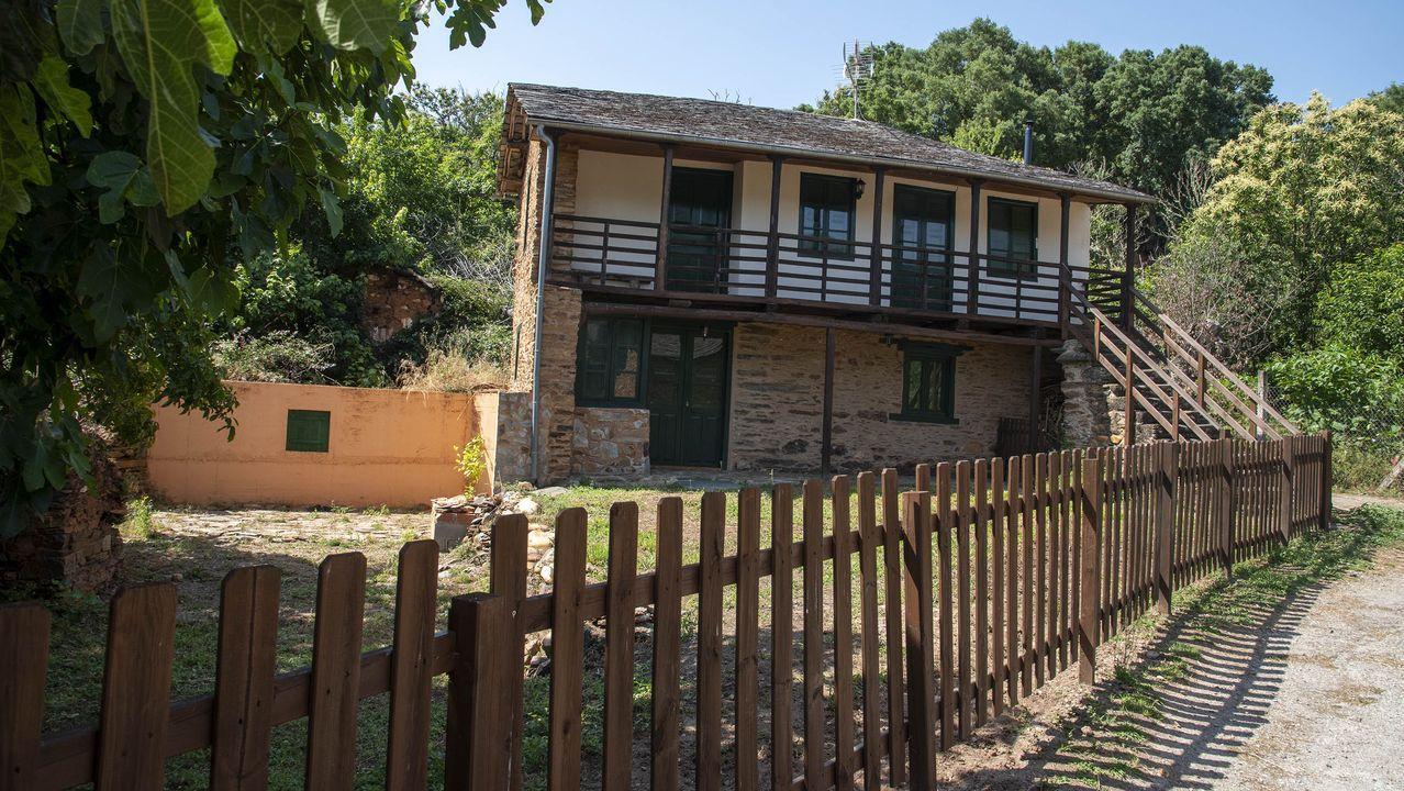 Una vivienda tradicional restaurada en la aldea de A Cubela