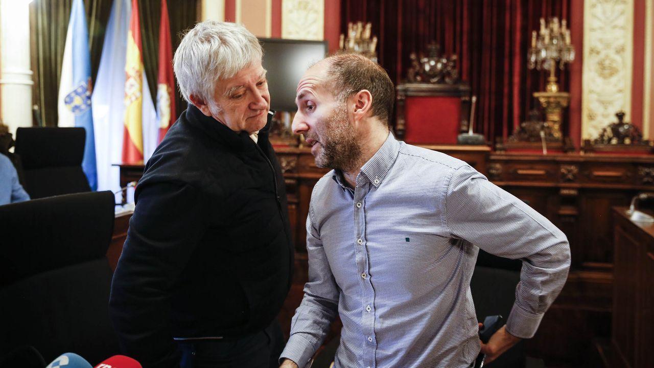 24 de los 27 concejales de Ourense piden la dimisión del alcalde.Miguel Caride y Gonzalo Jácome, en una imagen de archivo