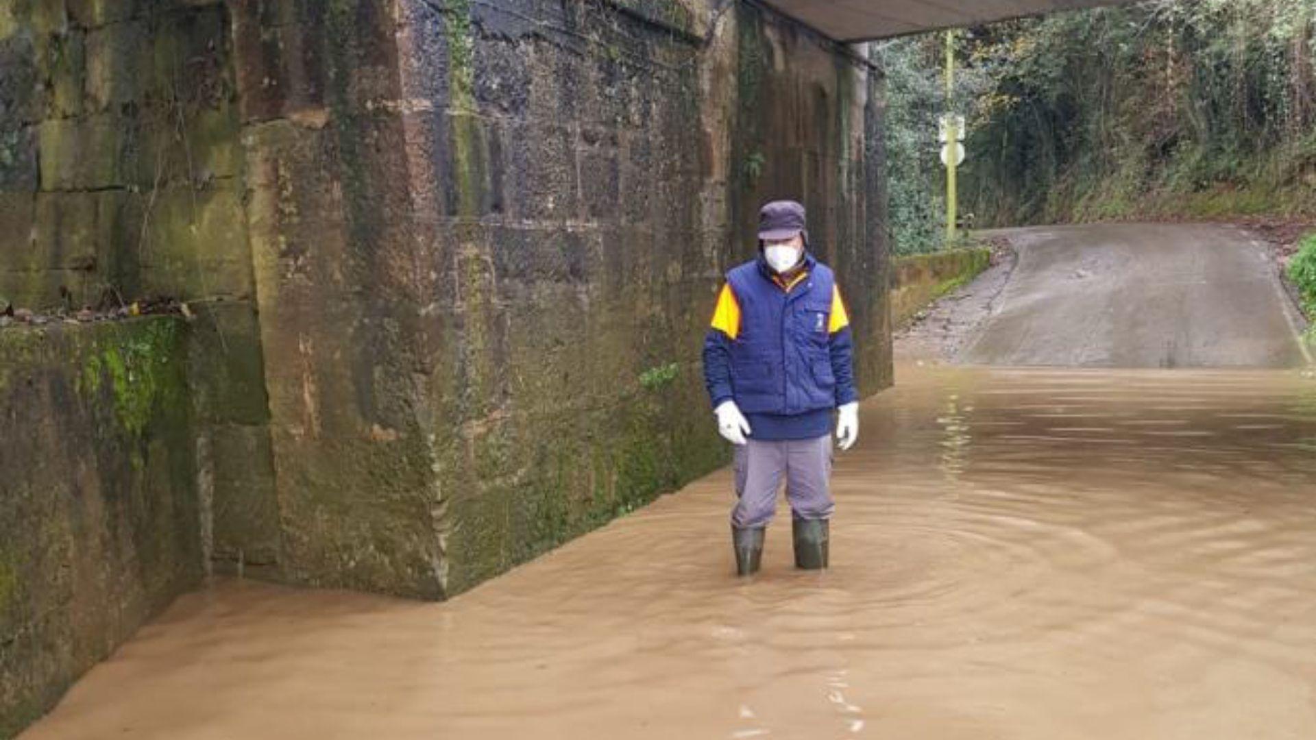 inundaciones gijon temporal frio lluvia asturias.Inundaciones en el camín de San Vicente, en Gijón