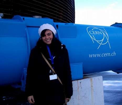 Claudia visitó estos días el CERN de Ginebra, en la foto