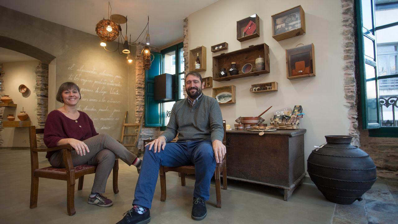 Lo que se cuece estos días en las bodegas de Ribeira Sacra.En Ourense, Gonzalo Pérez Jácome (derecha) es el sucesor en el cargo de Jesús Vázquez (izquierda)