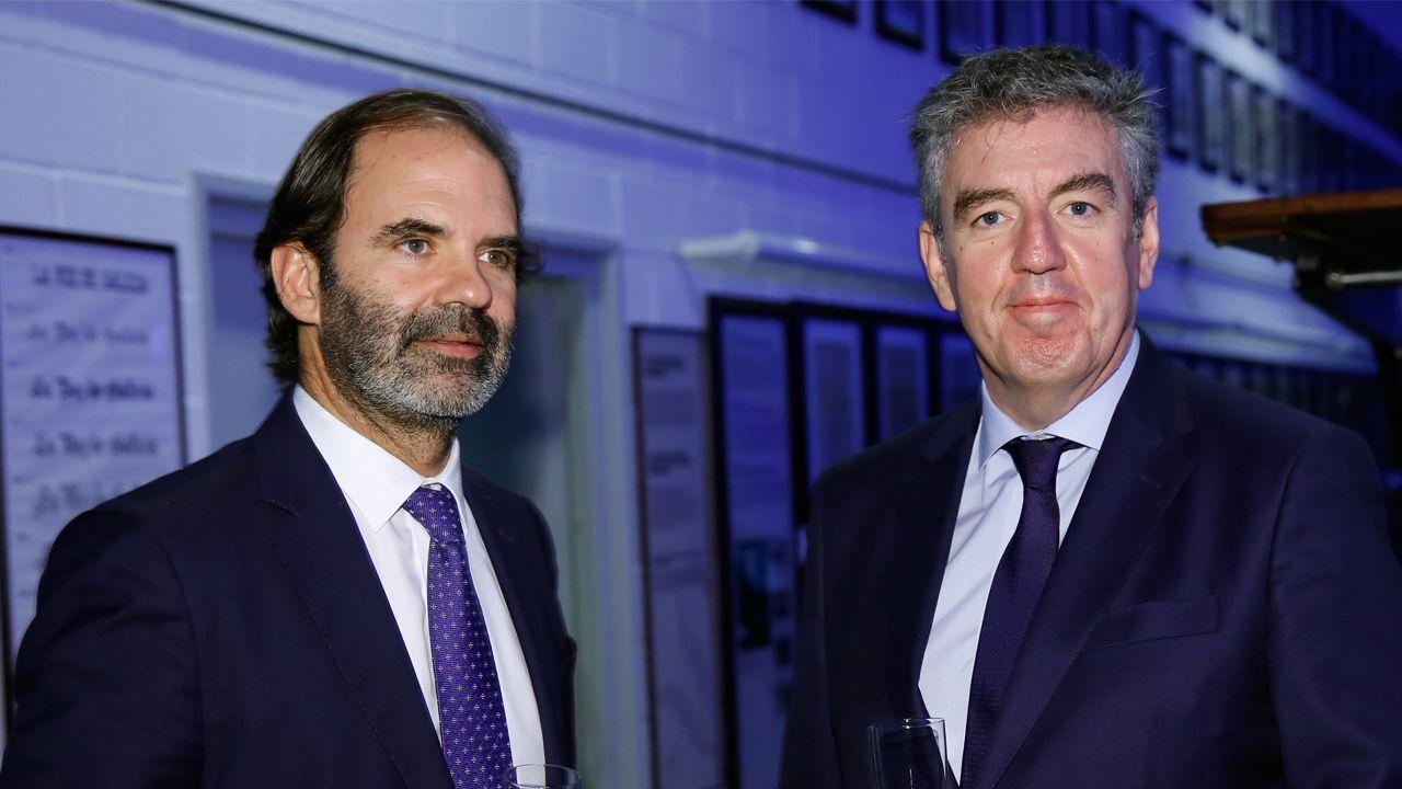 Francisco Vallejo Torres, responsable de Vodafone.El director de Viaquam, Julio Masid, en el cóctel con Mario Barcenilla, presidente de Arias