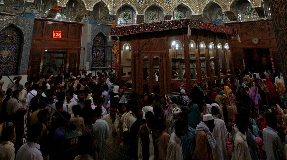 BOMBASH.El templo de Lal Shahbaz Qalandar