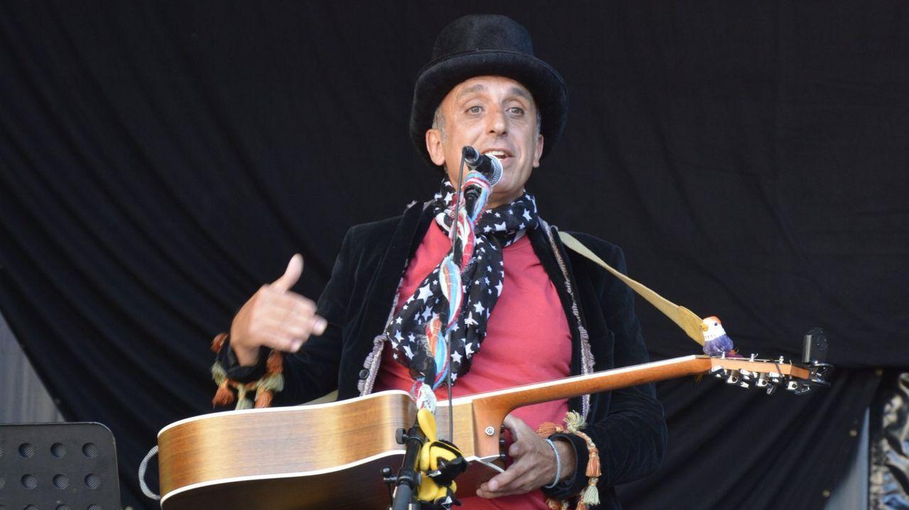 Magín Blanco, nun concerto en Compostela, na praza da Quintana