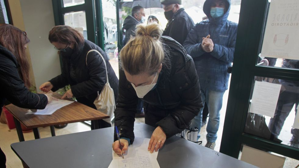 Recogida de firmas para reivindicar un nuevo concurso de transporte específico para O Courel