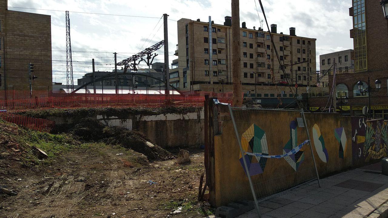 Obras de ampliación del paso de Nicolás Soria, que conecta el barrio ovetense de Ciudad Naranco