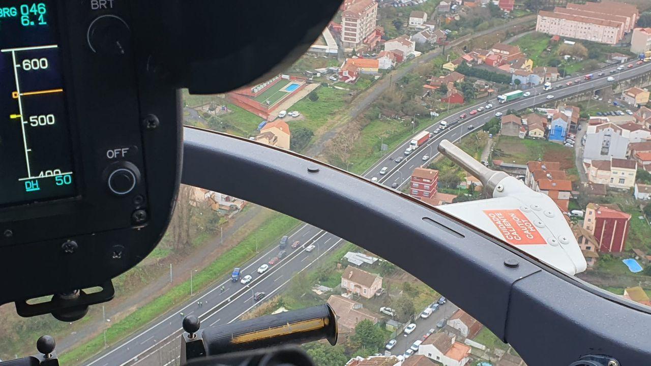 Un helicóptero policial apoya los controles para blindar el cierre perimetral de Vigo por el covid