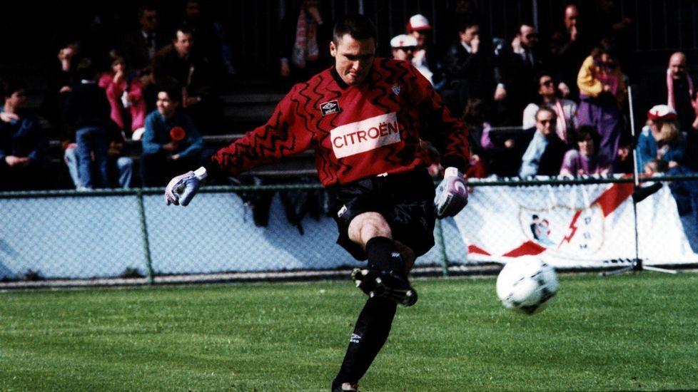 Cañizares, en un partido con el Celta, club en el que militó entre 1992 y 1994.