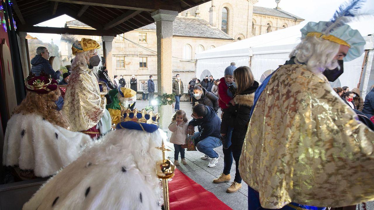 Los Reyes Magos repartieron ilusión por toda la provincia.Los Magos recibieron a los niños en el campo de la feria