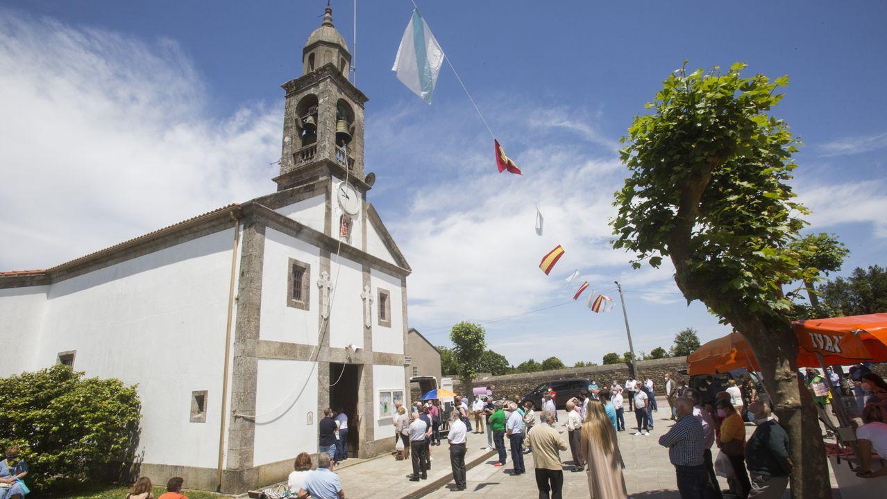 Fiesta de San Antonio de A Agualada: álbum de fotos.Cruceiro de Seavia (Coristanco)