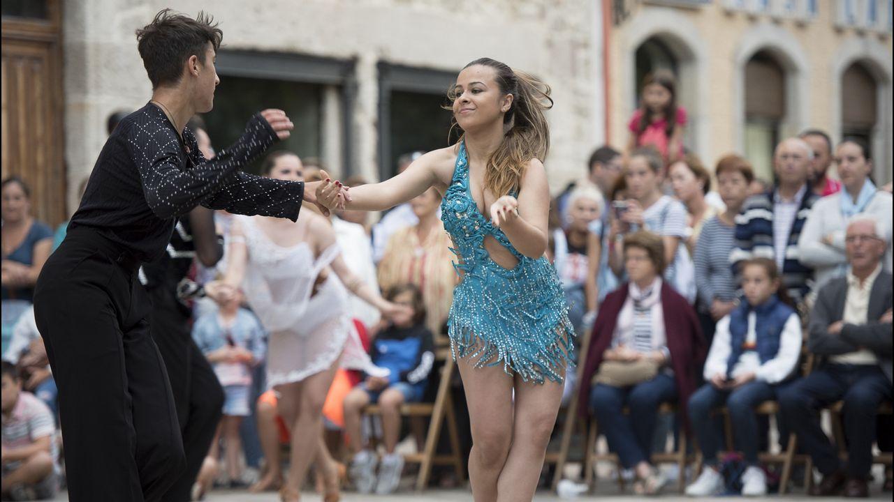 Exhibición de bailes latinos de Arte e Movemento