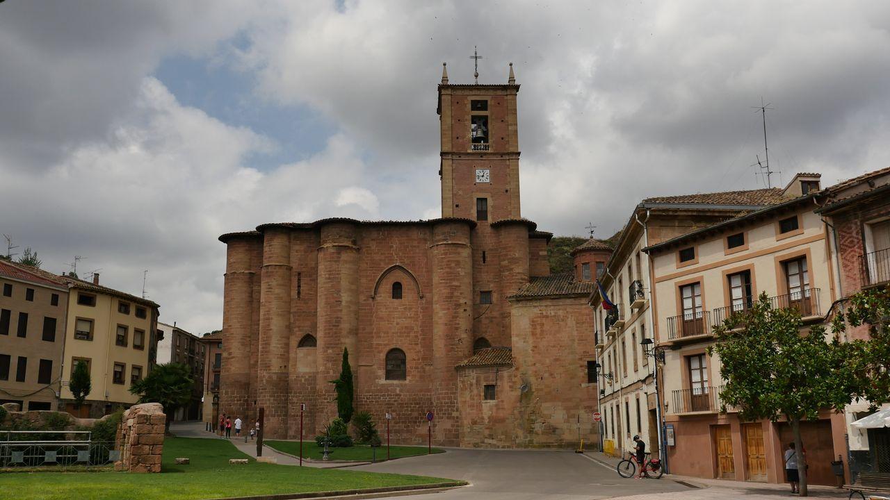 Monasterio de Santa María la Real y plaza de Navarra
