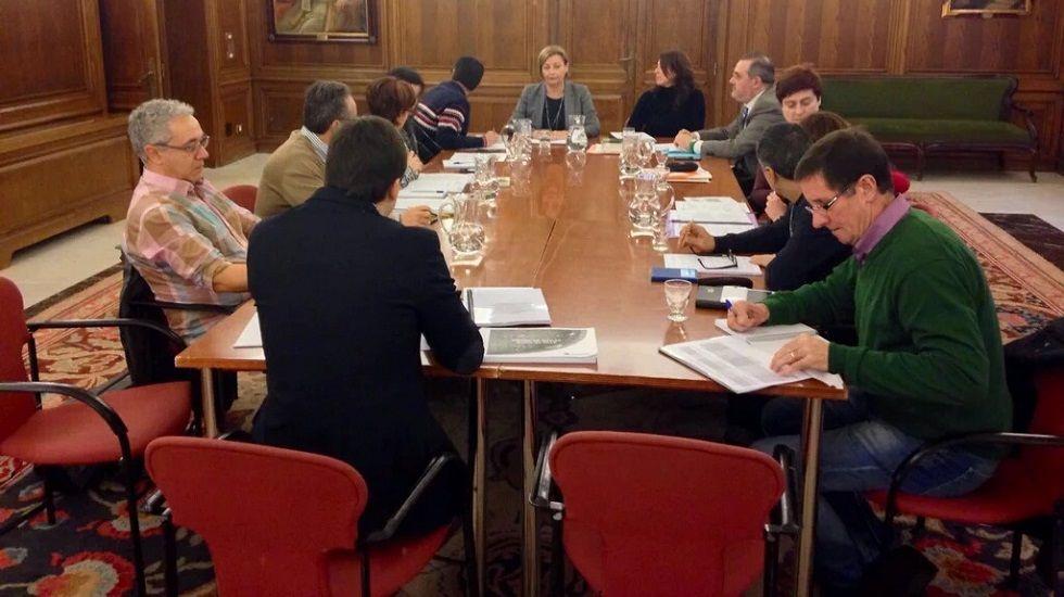 Una de las reuniones de la comisión informativa de la trama del agua que se celebró el año pasado