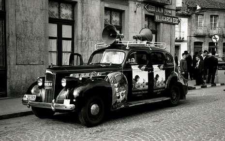 La Vuelta pasó por A Estrada por primera vez en los 60, con caravana publicitaria bien distinta a la actual.