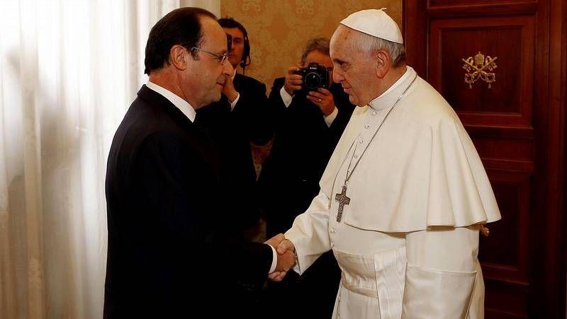 Encuentro en el Vaticano entre el Papa y Hollande.Royal y su predecesor, Philippe Martin, al asumir su cargo de ministra de Ecología y Energía.