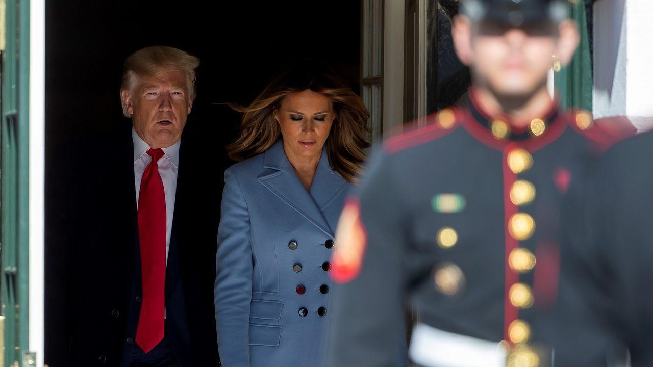 Donald Trump y Melania salen de la Casa Blanca para recibir al presidente turco