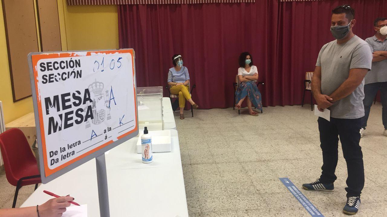 Simulacro de votación para el 12J en un colegio de Marín