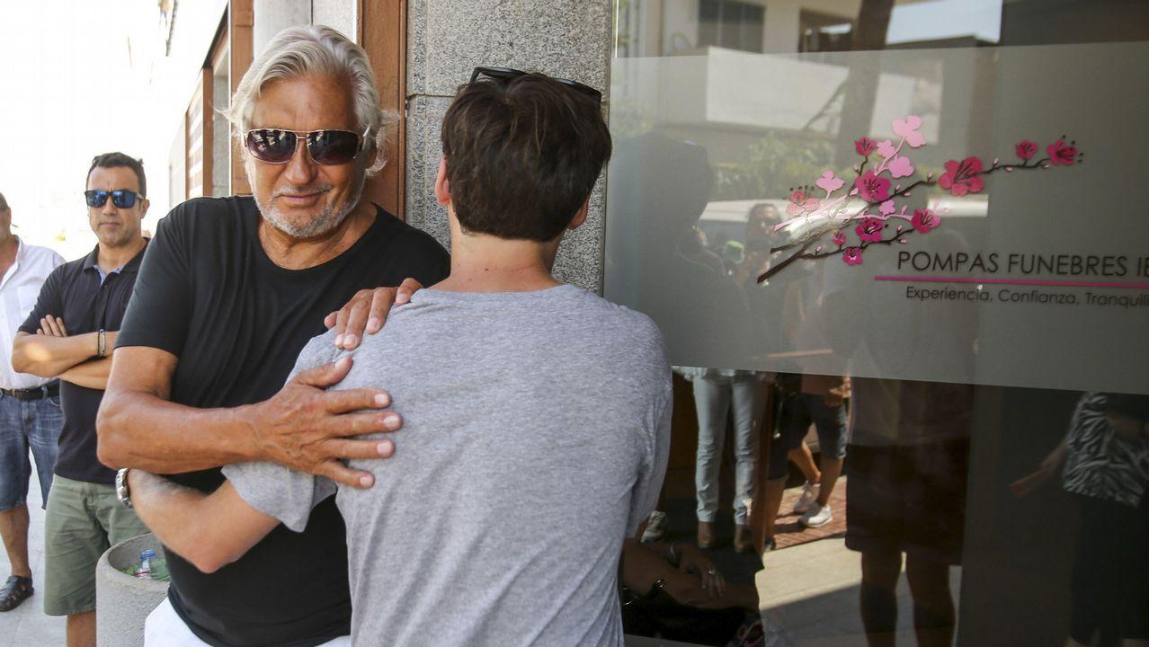 Pablo Nieto, hijo de Ángel Nieto, recibe el pésame de Marc Ostarcevic